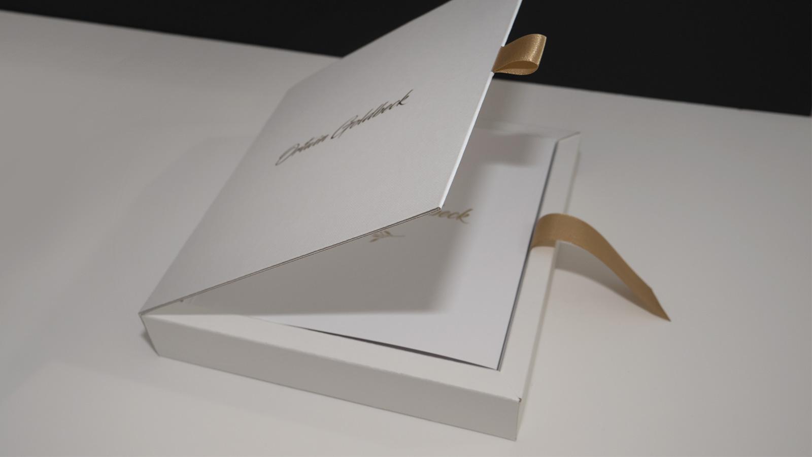 Ozdobne pudełko naalbum okolicznościowy Ortwin Goldbeck